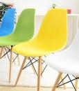 разноцветные офисные стулья