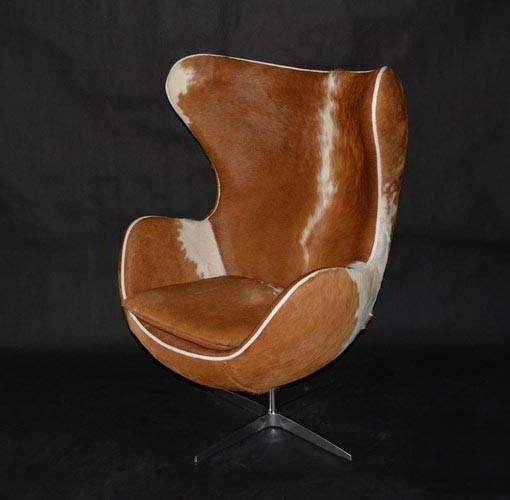 кресло с обивкой кожа коровы