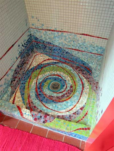 пример контрастного рисунка в ванной комнате